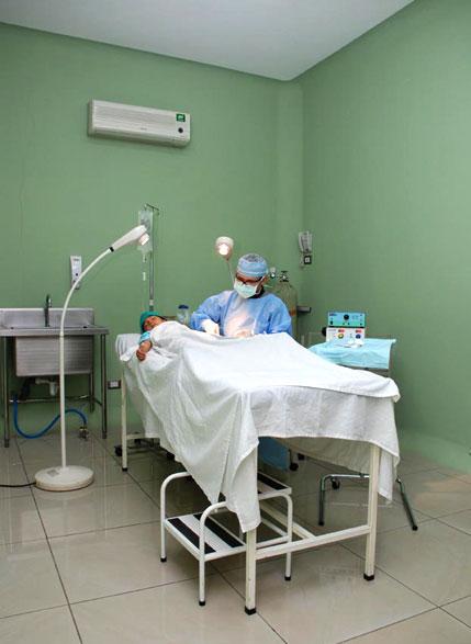 Sala de Cirugía Clínica Privada de Urgencias PZ